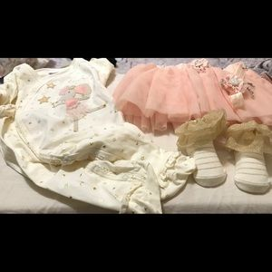Girl sleeper, skirt, headpc & booties sz 3-6 mnts